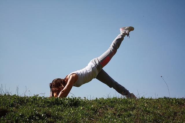 8 najlepszych pozycji jogi do utraty wagi – ćwiczenia brzucha i ud