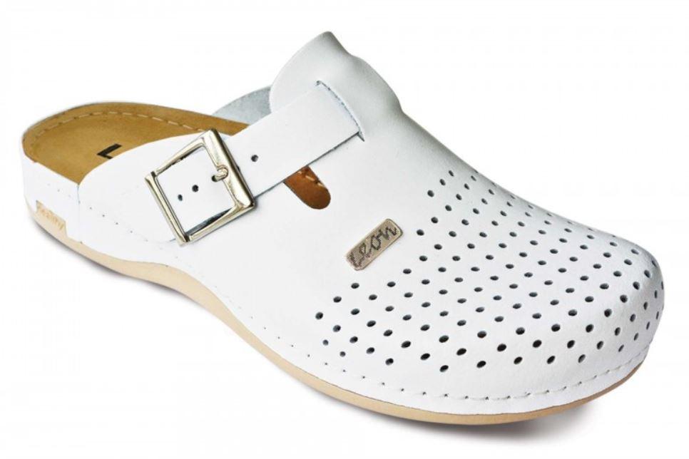 Obuwie medyczne, a tradycyjne buty do pracy